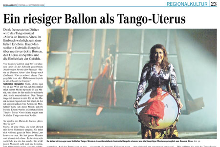 Ein riesiger Ballon als Tango-Uterus